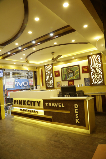 Hotel Pink City, West