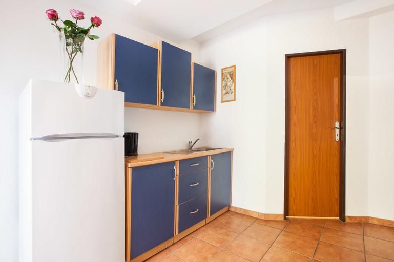 Apartment House Zizkov, Praha 8