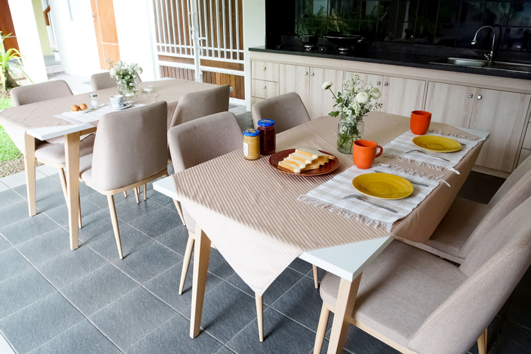 Topaz Guest House, Jakarta Selatan