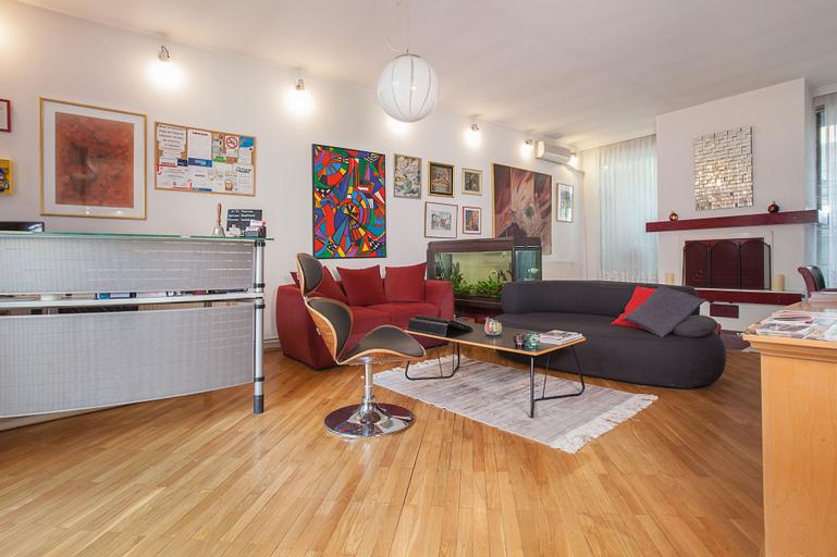 Urban Hostel & Apartments,