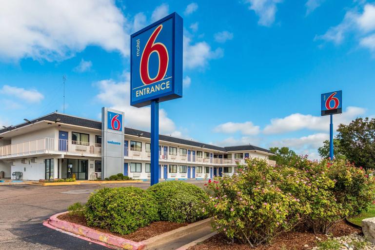 Motel 6-Bellmead, TX - Waco, McLennan