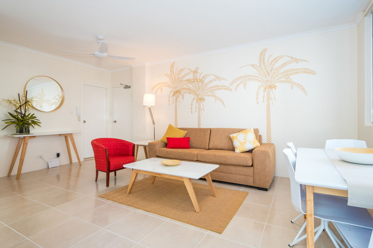 Private G/F 1 bedroom Carlton Apartment Cross the Road to Beach, Surfers Paradise