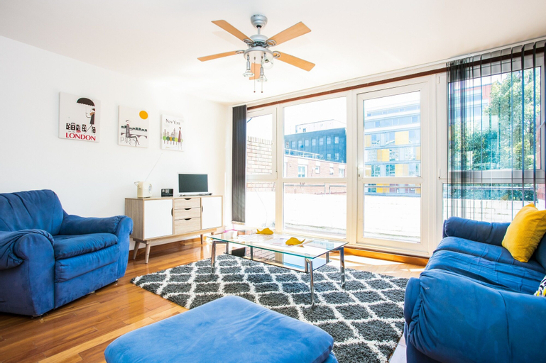 2 Bedroom Flat In Old Street With Private Balcony, London