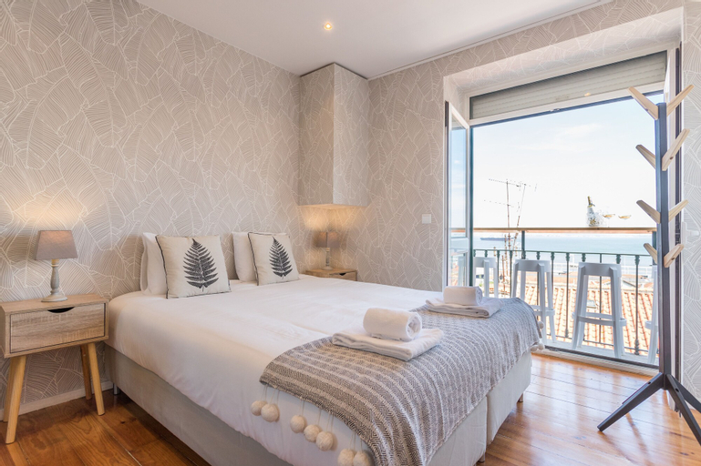 Alfama Vintage Studio Apartment w/ RiverView - by LU Holidays, Lisboa