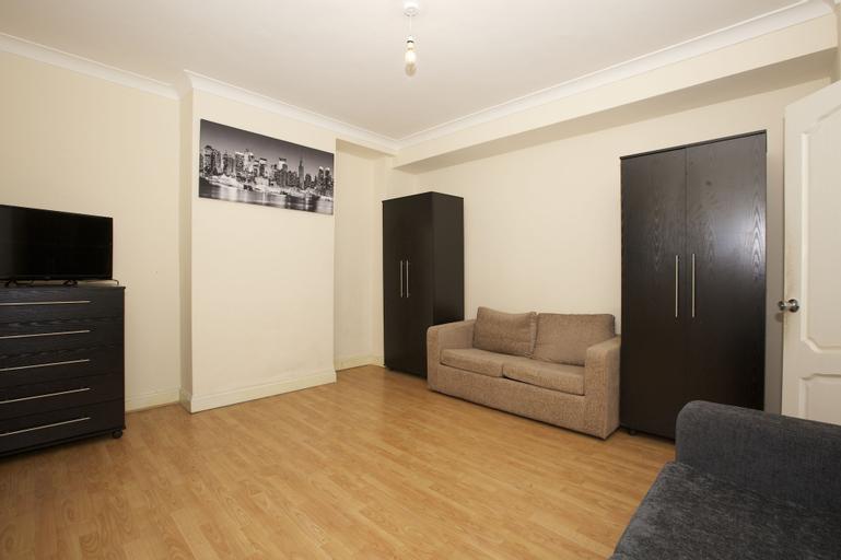 Colebert Avenue Apartment, London