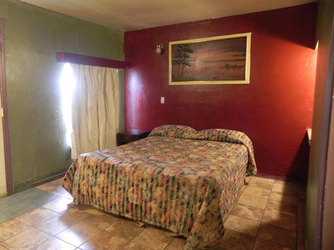 El Tejon and Pick Wick Motel, Yolo