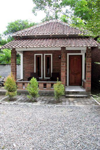 Griyo Dan Borobudur, Magelang