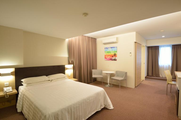 VIP Hotel, Newton