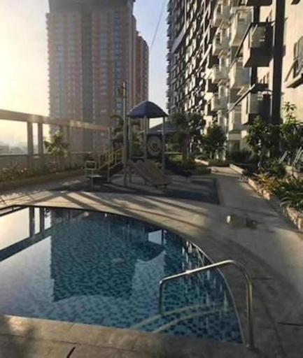 Cubao ManhattanHeights Unit 5H Tower C, Quezon City