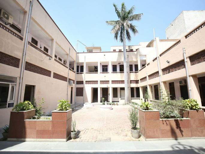 OYO 11595 Hotel Roxy, Jalandhar