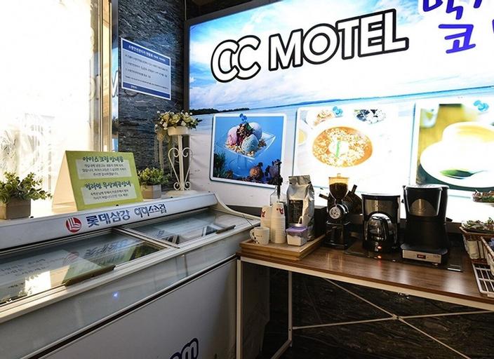 CC Motel, Jung