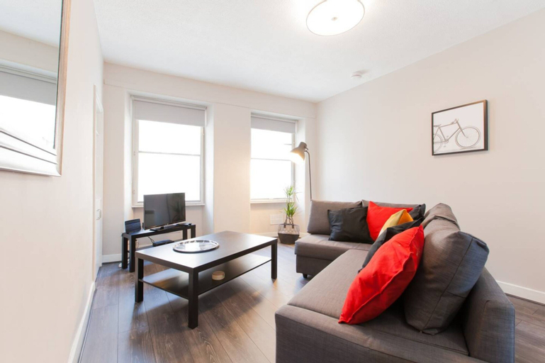 1 Bedroom Apartment With Balcony in Royal Mile, Edinburgh