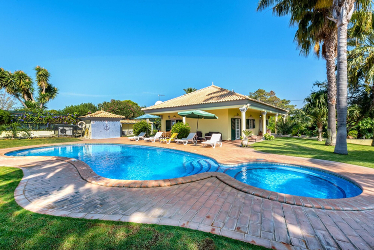 Villa With 2 Bedrooms in Almancil, With Private Pool, Enclosed Garden and Wifi - 3 km From the Beach, Loulé