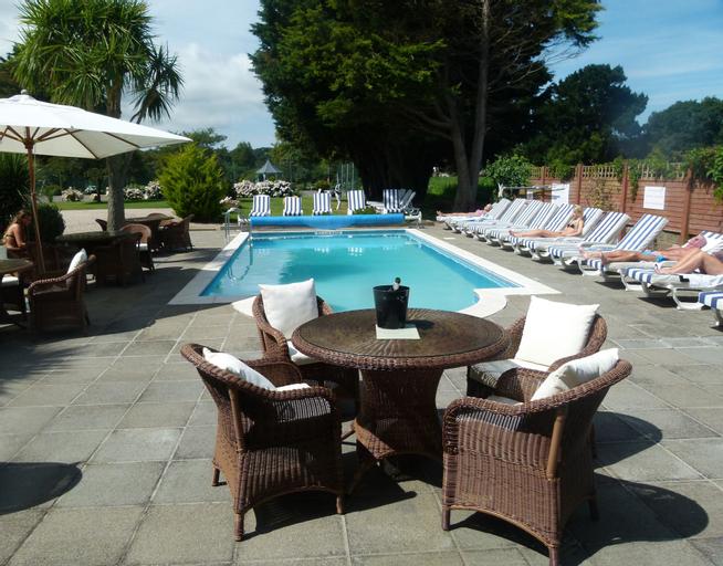 Beachcombers Hotel,