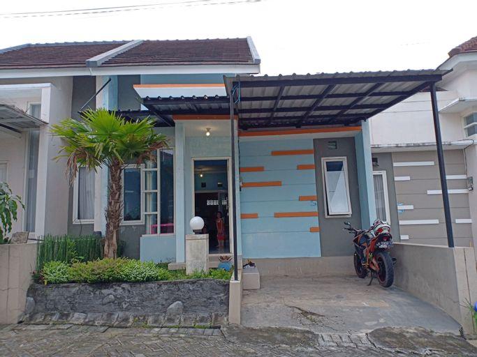 Homestay Omah Seledri Batu, Malang