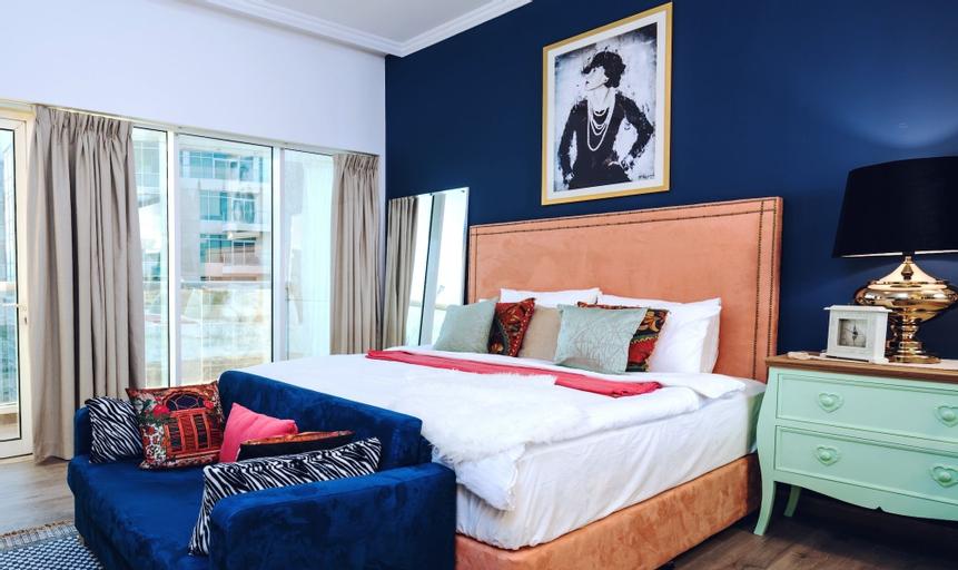 One Perfect Stay Studio Burj Al Nujoom,