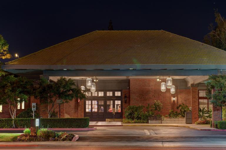 Hotel Piccadilly, Fresno