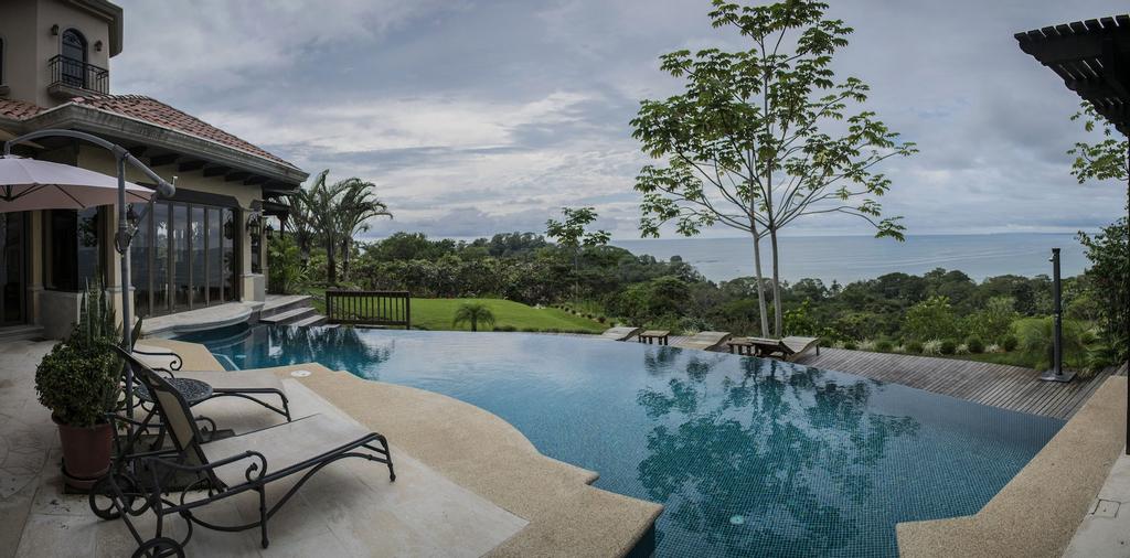 Villas by Tekoa, Osa