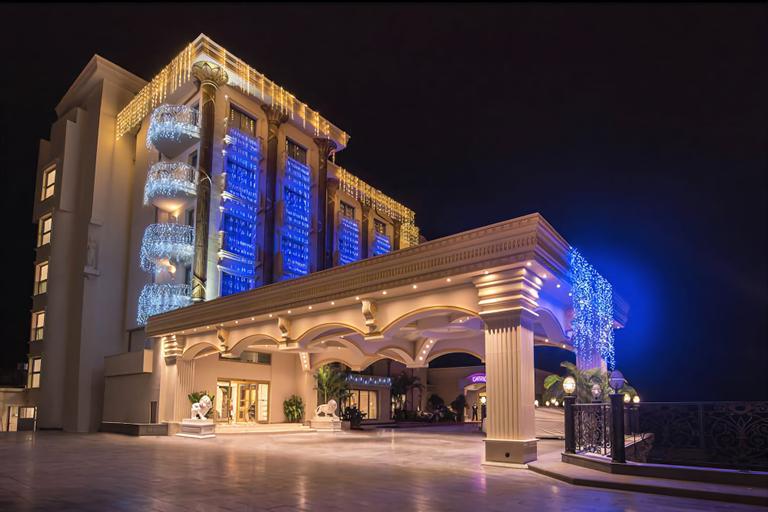 Les Ambassadeurs Hotel & Casino,