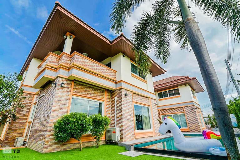Baan Spire Pool Villa By Pinky, Bang Lamung