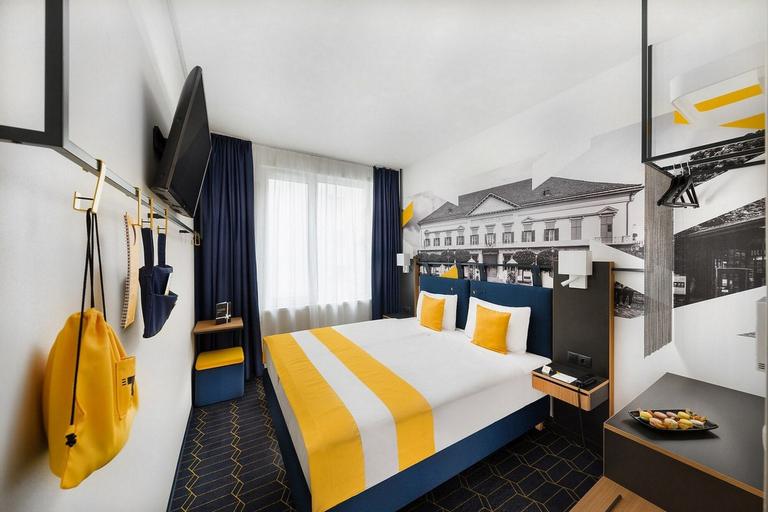 D8 Hotel, Budapesti
