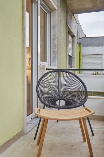 Light Apartment W/ Balcony + Free PickUp Apartment by TimeCooler, Lisboa