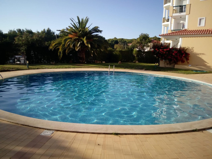 Apartment With 2 Bedrooms in Alcabideche, With Wonderful City View, Shared Pool and Enclosed Garden - 2 km From the Beach, Cascais