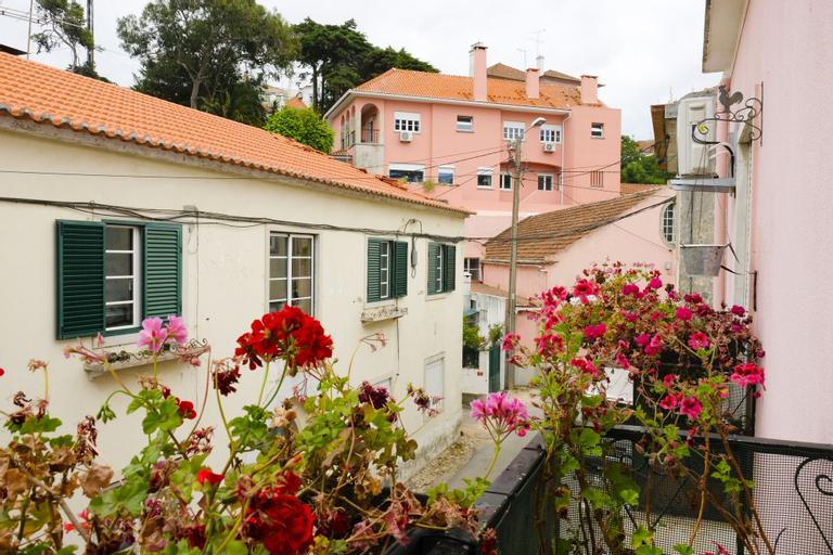 Idyllic apartment Sintra s train station, Sintra