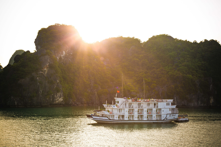 Bhaya Cruises, Hạ Long