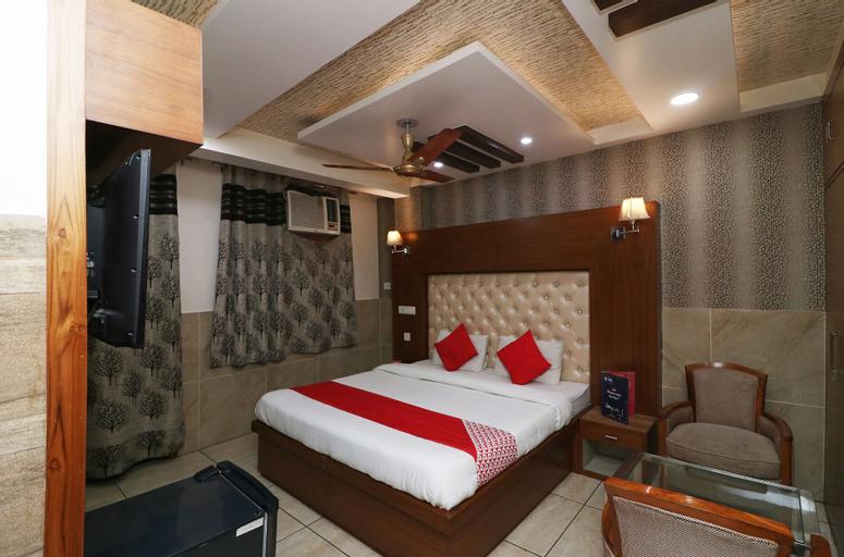 OYO 23681 Hira Palace, West