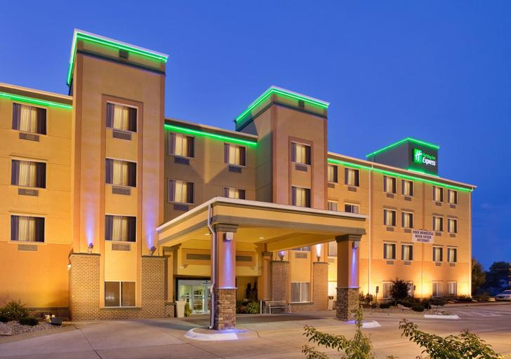 Holiday Inn Express Fremont, Dodge