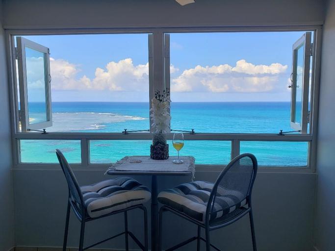 Breezy Beachfront apt. View of Paradise,