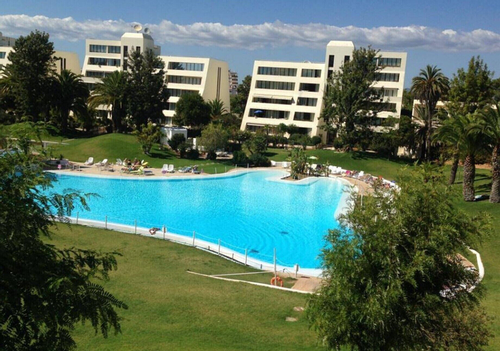 Apartment With one Bedroom in Alvor, With Wonderful sea View, Shared Pool and Enclosed Garden - 4 km From the Beach, Portimão