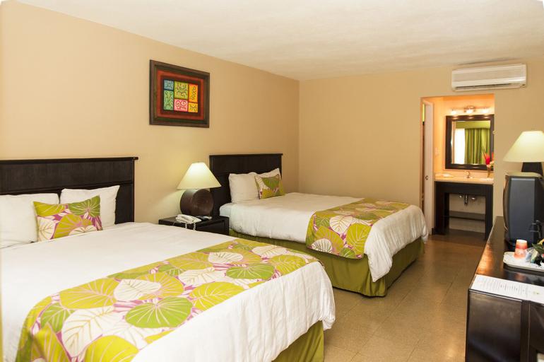 Coco Beach Hotel, Carrillo