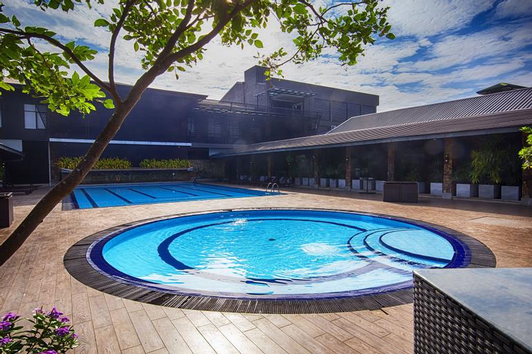 Full Moon Garden Hotel, Katana