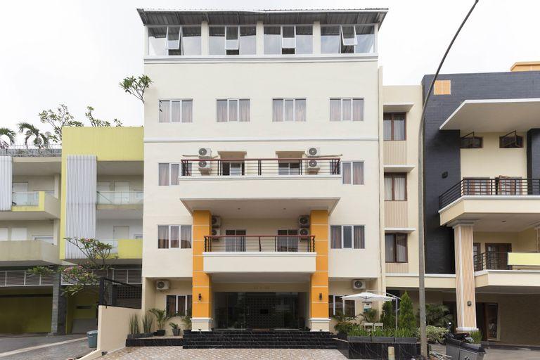 RedDoorz Plus @ Boulevard Residence BSD, South Tangerang
