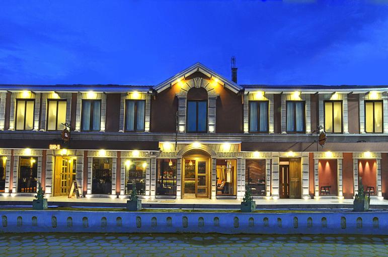 Hotel Jardines de Uyuni, Antonio Quijarro