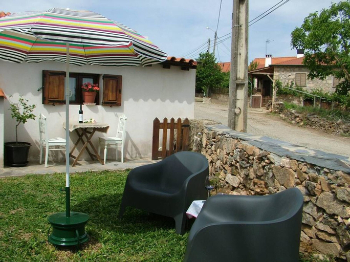 House With one Bedroom in Parada, With Wonderful Mountain View, Enclosed Garden and Wifi - 22 km From the Beach, Bragança