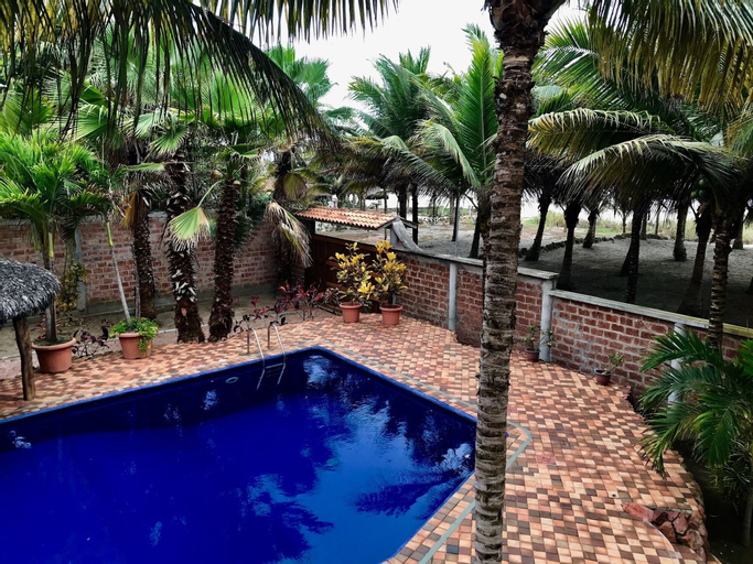 CanoaOasis Private, exclusive estate, 1 acre tropical paradise, directly on private beach area, Sucre