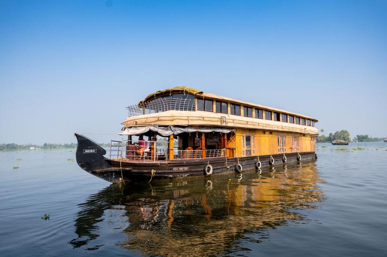 OYO 24146 Houseboat Anugraha 6bhk, Alappuzha