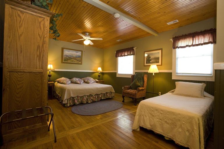 Highland Lake Inn & Resort, Henderson