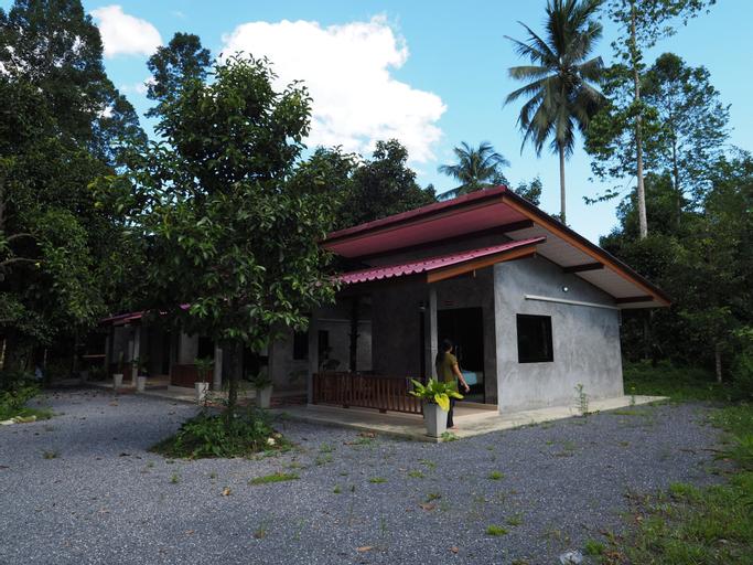 Baan Keree Thara Khiri Wong, Lan Saka