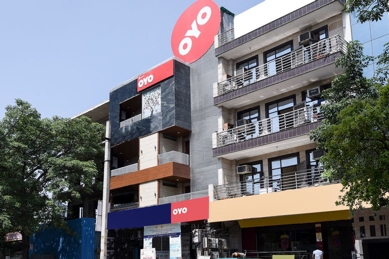 OYO Flagship 16044 Sector 18, West