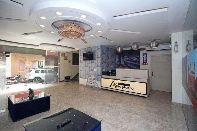 Hotel Aeroporto, West