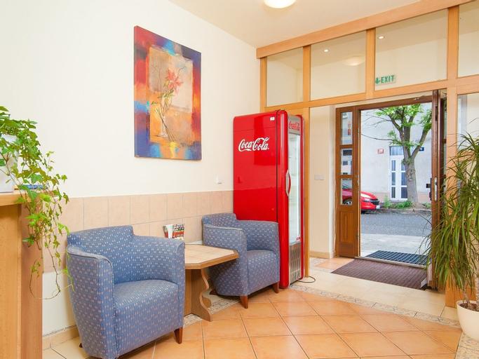 Hotel 51, Praha 9