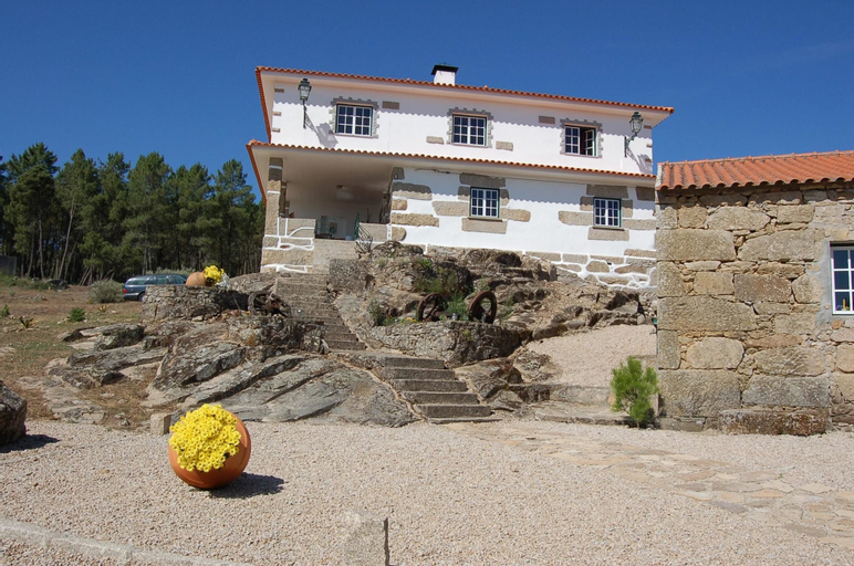 House With 4 Bedrooms in Vila Fernando, With Wonderful Mountain View, Pool Access, Furnished Garden, Guarda