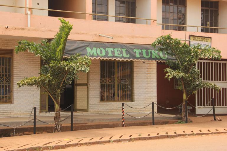 Motel Tuku, Buruli