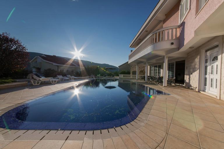 P&N Resort,