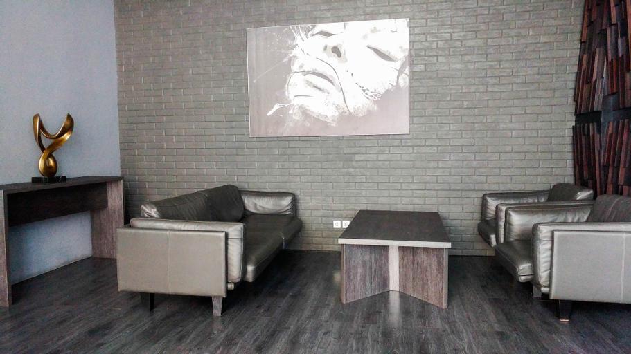 Spacious and Artsy Studio Apartment at Brooklyn Alam Sutera By Travelio, Tangerang Selatan
