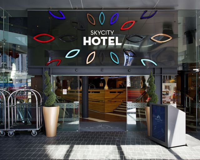 Skycity Hotel, Waitakere